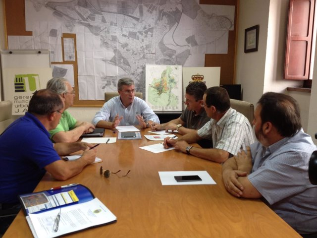 Reunión del alcalde con vecinos de los Puentes y zonas residenciales