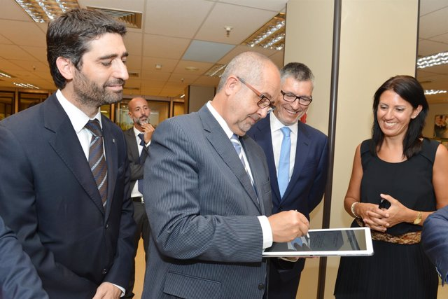 Felip Puig visita las instalaciones de Informática El Corte Inglés