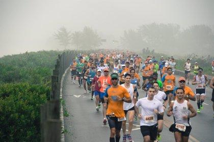 La Maratón de Río de Janeiro desafía al mal tiempo y bate récord de participantes
