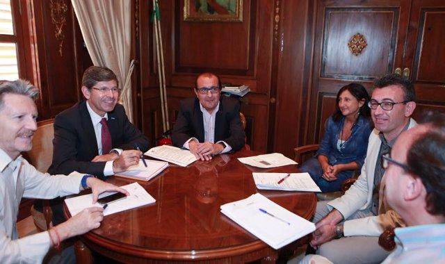 El alcalde de Castellón y representantes de entidaes bancarias
