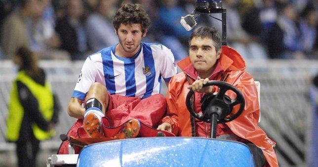 Esteban Granero se retira del campo en el momento de su lesión