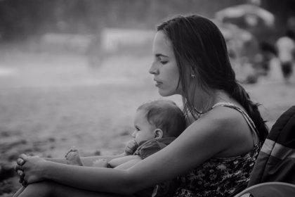 Las madres enseñan a sus bebés sus propios miedos mediante olores