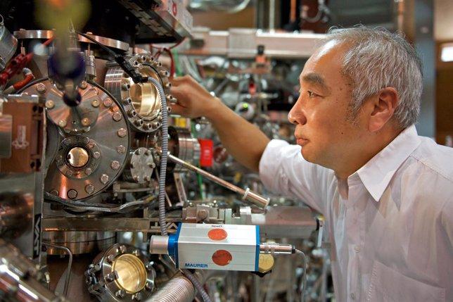 Ming Shi, Uno De Los Científicos Del Estudio