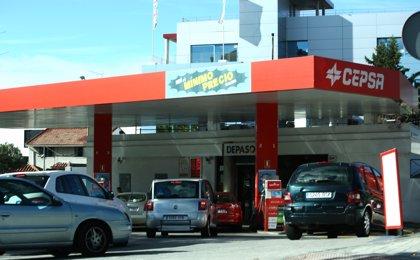 Los precios de la gasolina y del gasóleo caen a mínimos del verano en plena 'Operación Salida' de agosto