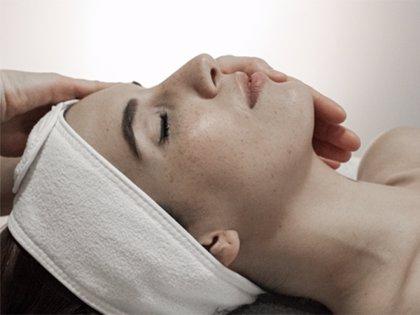 Los nuevos 'hilos mágicos', cada vez más demandados para un 'efecto lifting' del rostro sin cirugía