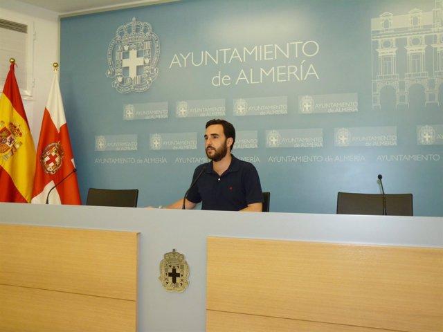 El portavoz municipal, Carlos Sánchez, en rueda de prensa