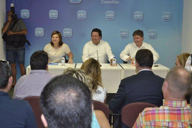 Bonig, Moliner y Santamaría presidiendo una reunión