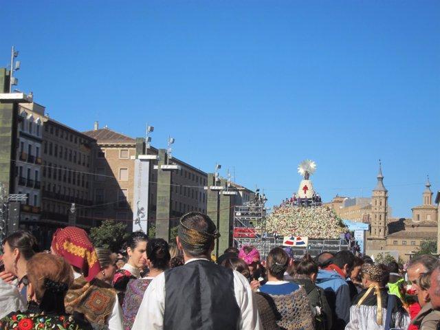 Ofrenda de Flores a la Virgen del Pilar en Zaragoza.
