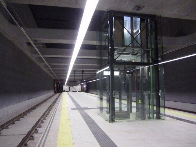 Una De Las Estaciones Del Metro