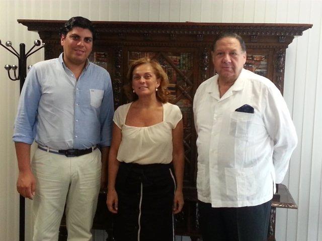 Firma del convenio del Ayuntamiento con la Hermadad de los Gitanos