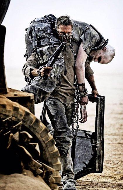 Tom Hardy, enmascarado en el nuevo póster de 'Mad Max: Fury road'
