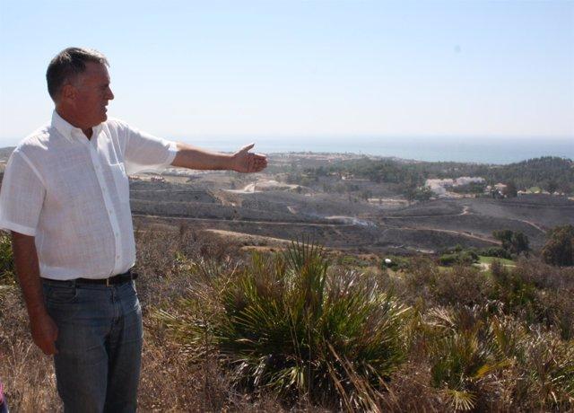 El alcalde de Mijas, Ángel Nozal, en la zona del incendio 2 agosto 2014