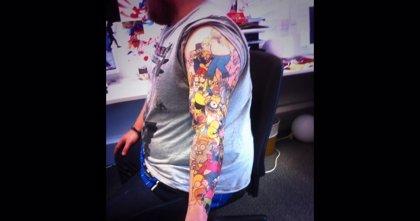 Un hombre se tatúa 41 veces a Homer Simpson en su cuerpo