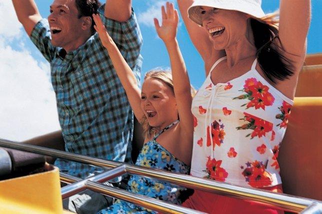 Parque de atracciones, diversión, familia, montaña rusa