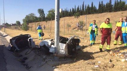 Dos fallecidas y una niña herida grave tras impactar contra una farola en Fuenlabrada