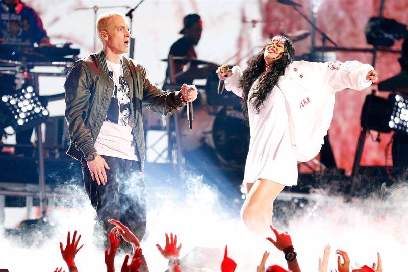 Rihanna y Eminem actúan juntos en Lollapalooza