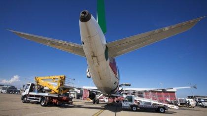 Trabajadores de 'handling' de Alitalia se movilizan en el aeropuerto de Fiumicino provocando retrasos en el equipaje