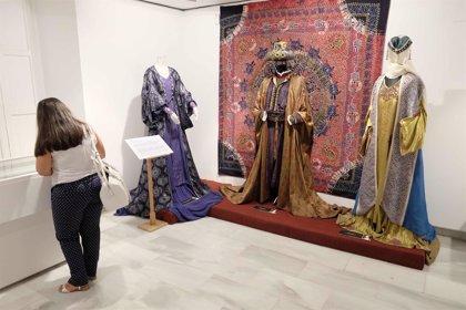 El vestuario de la serie 'Isabel', por primera vez en Andalucía