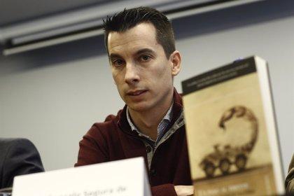 El teniente expedientado por una novela sobre corrupción militar cumple 20 días en huelga de hambre en el hospital