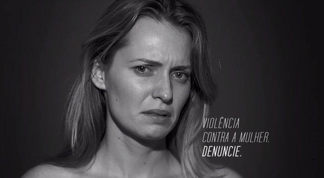 Campaña de silencio contra la violencia de género en Brasil