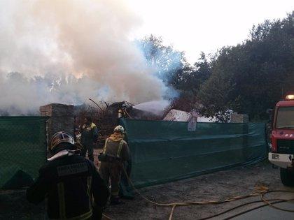 Controlado un incendio declarado en el vertedero ilegal de Nigrán (Pontevedra)