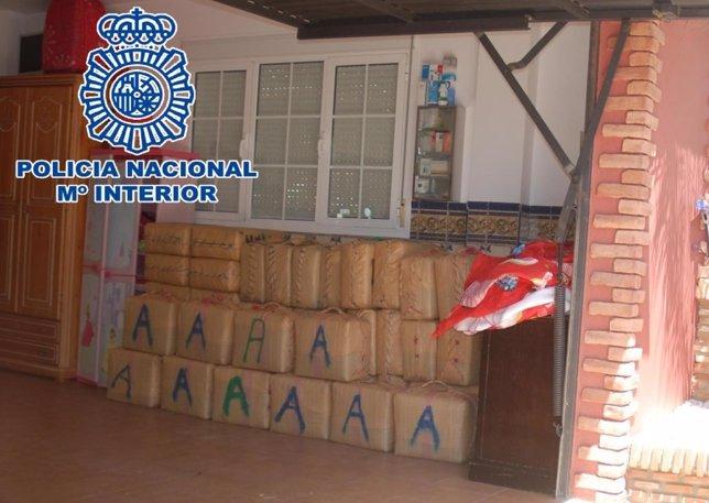 Fotografias Nota De Prensa: La Policia Nacional Localiza Un Alijo De Hachis En E