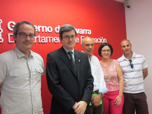 Iribas con representantes del colegio Paderborn-Víctor Pradera.