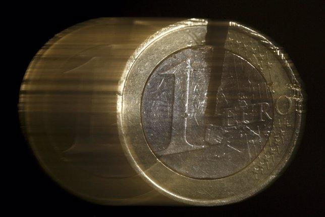 Moneda de un euro rota