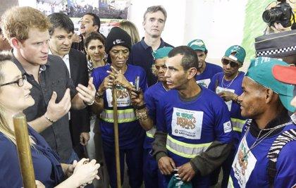 Drogodependientes reciben su primera cartilla de trabajo en Sao Paulo