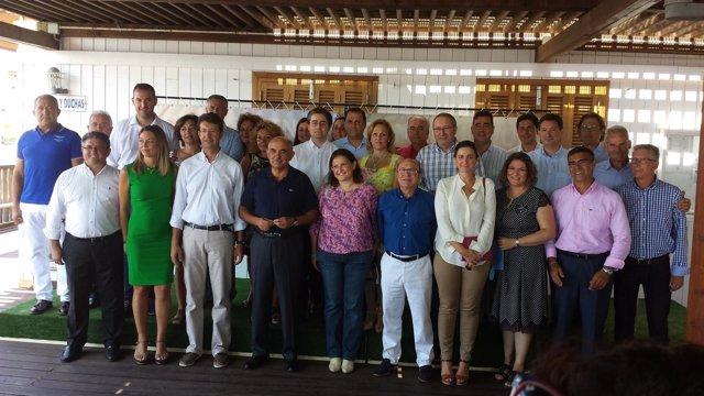 Garre, junto a los miembros de la Mesa del Turismo de la Región de Murcia
