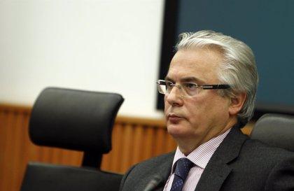 Garzón felicita a la presidenta de la Asociación de Abuelas de la Plaza de Mayo por hallar a su nieto