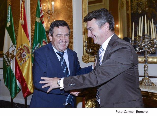 Loaiza y González Mazo en la firma del convenio