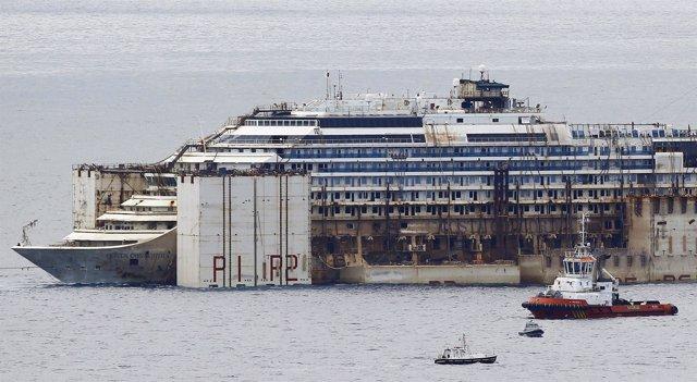 El Costa Concordia reflotado para ser desguazado