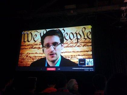 Rusia concede tres años de residencia a Edward Snowden
