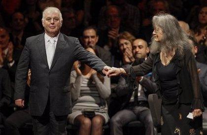 Baño de multitudes de los pianistas Argerich y Barenboim en Buenos Aires