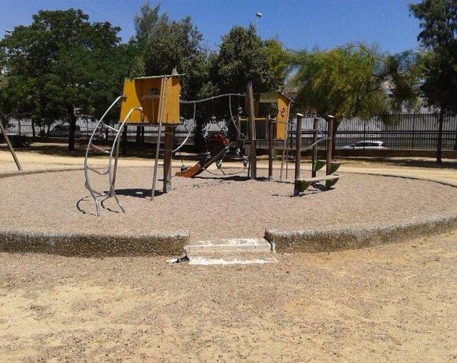 Estado de los juegos infantiles del Parque Amate