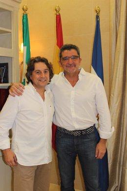 Antonio Gutiérrez Limones junto al bailaor alcalareño Javier Barón.