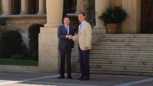 El Rey Felipe con Rajoy, en Marivent
