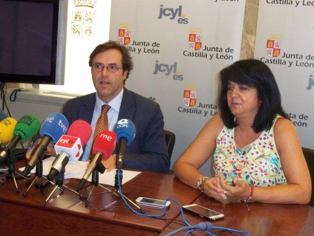 Javier Ramírez, acompañado de la secretaria territorial de León, Ana María López