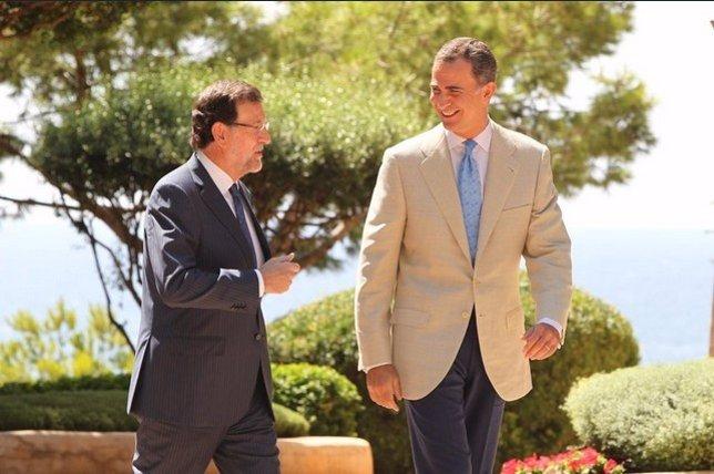 El Rey Felipe VI y el presidente del Gobierno, Mariano Rajoy