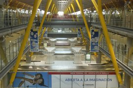 Guardias civiles de los aeropuertos de Madrid y Tenerife se niegan a abrir maletas llegadas de países afectados