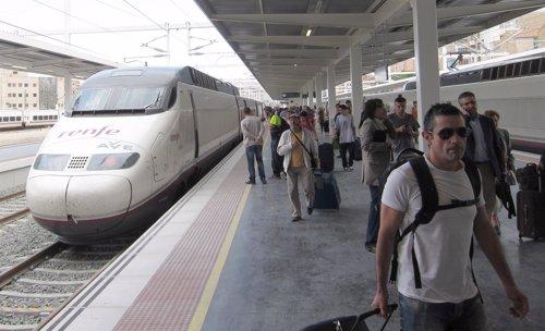 Pasajeros del AVE, a su llegada a Alicante