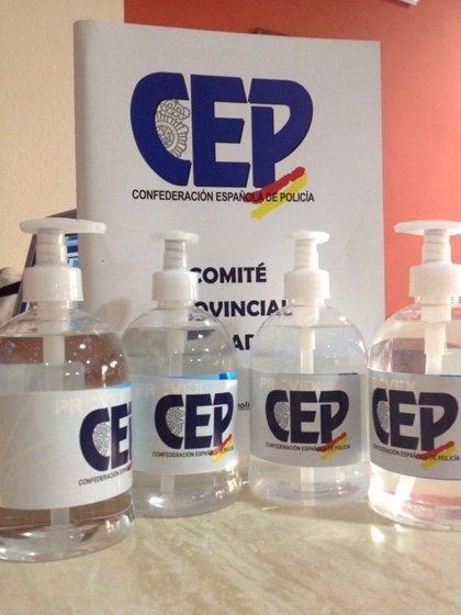 """La CEP distribuye entre agentes de Tarifa y Algeciras 'kits' para suplir los """"escasos medios de protección"""""""