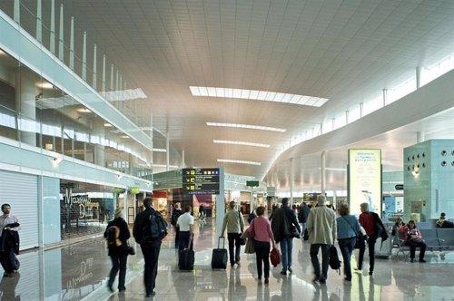 Pasajeros en el aeropuerto Barcelona-El Prat