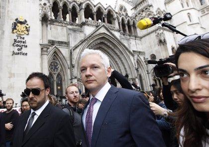 Patiño viaja a Londres para visitar a Assange en el segundo aniversario de su asilo en la Embajada