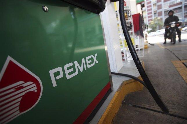 Logo de Pemex en una estación de gas en la Ciudad de México