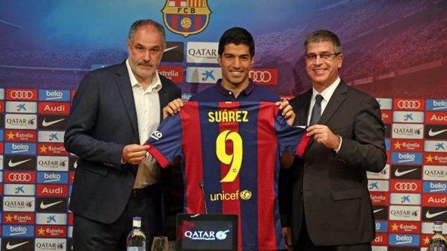 Presentación de Luis Suárez con Andoni Zubizarreta