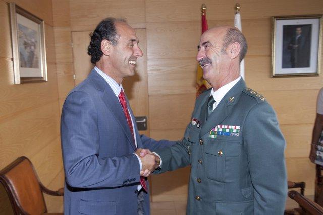 El presidente de Cantabria recibe al nuevo coronel jefe de la Guardia Civil