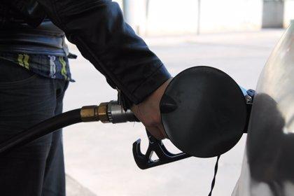 Gasolina y gasóleo suben hasta casi un 0,3% esta semana mientras se abaratan en la misma magnitud en Europa