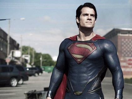 Imagen del traje completo de Superman desde el set de Dawn of Justice